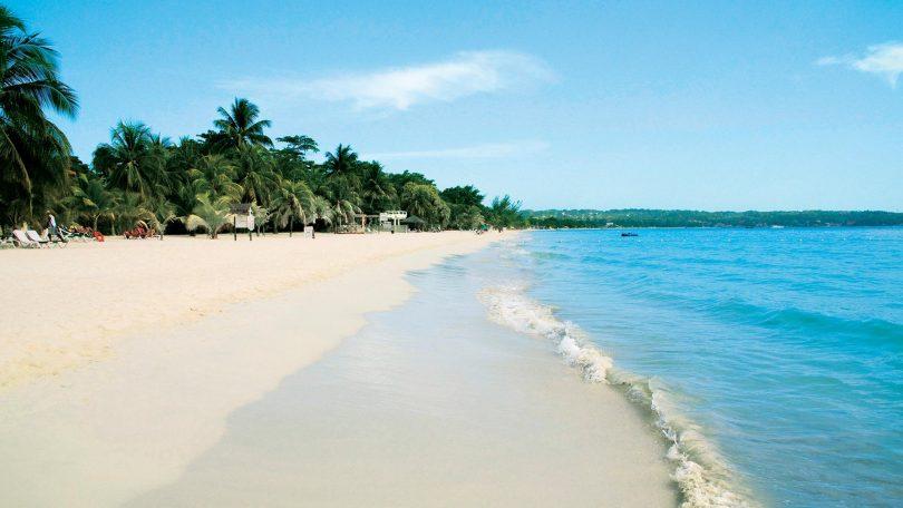 beach_hopping adventugo.com