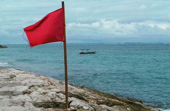 Ocean-Beach-Flags