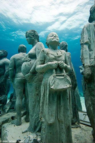 Under-water-statues-Grenada-Scuba